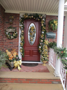 Holiday_Door_Decoratingforweb2